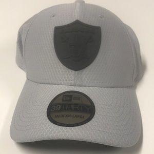 🆕 RAIDERS NFL Training Gray Flex Fit Hat M/L